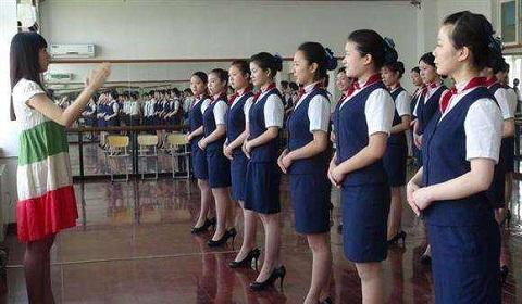 近期很多家长都在讨论青岛华东航空艺术专修学校?听说好多人还专门跑去看了!