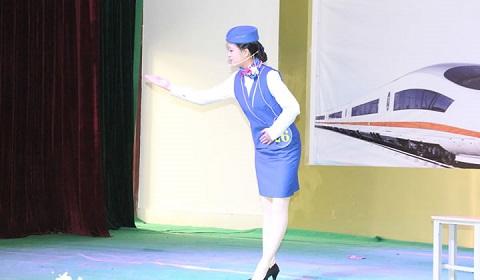 青岛华东航空艺术专修学校的高铁乘务专业学生要练习哪些礼仪呢