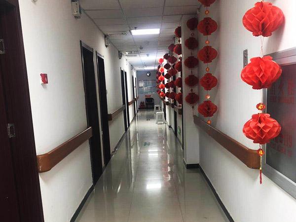 仁爱养老院走廊